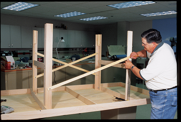 Building your own 4x8 Basic Train Table bench worktable table for model trains. Designing your own model railroading bench worktable for your model trains. Bench worktable construction for your model trains HO Scale, N Scale, O Scale, trains.